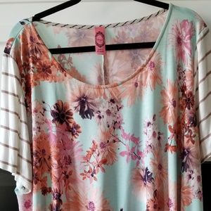 Tops - 3X Flower Print Boutique hi-lo top